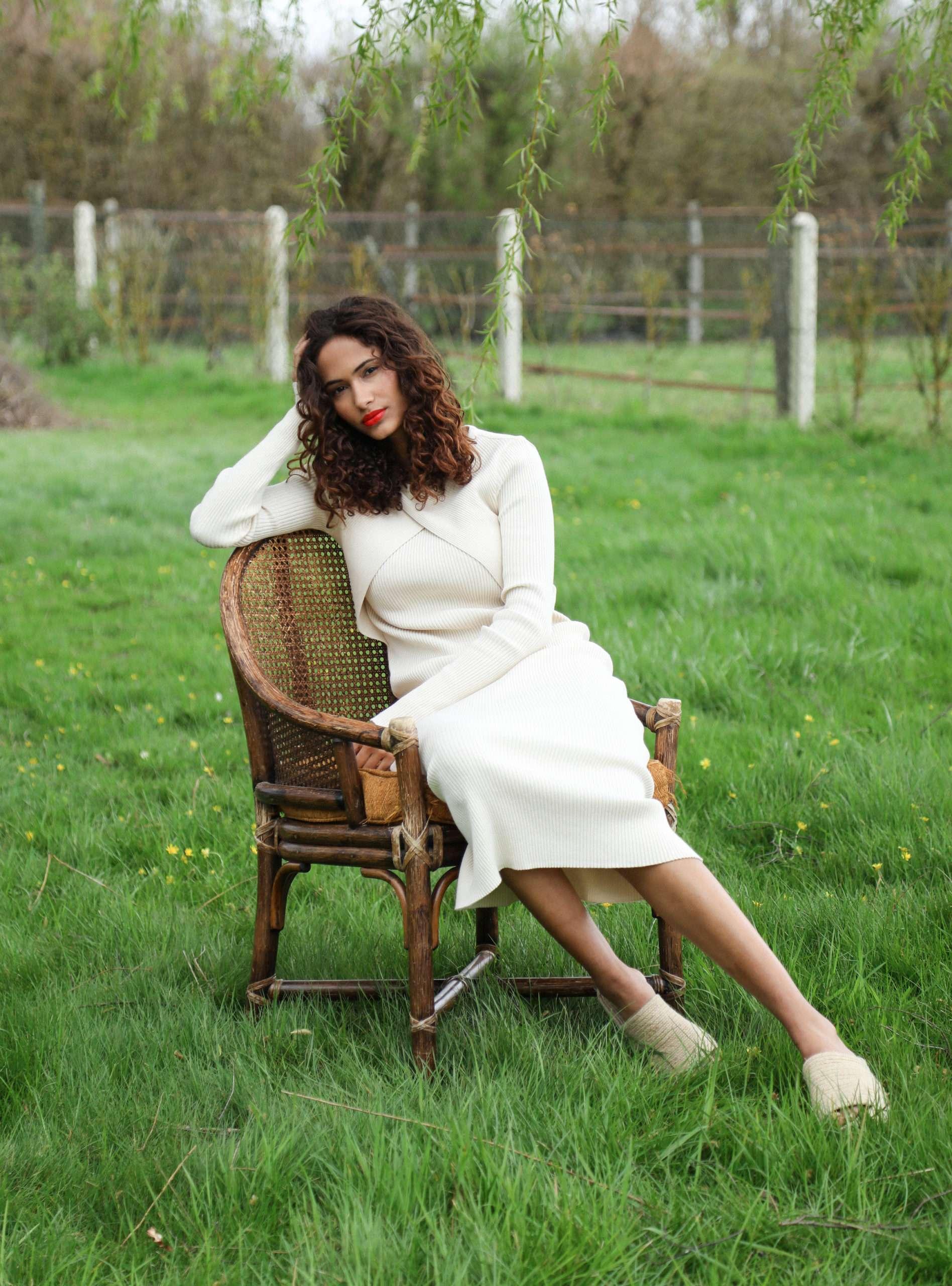 woman wearing a beige dress envelope1976 sanna conscious concept