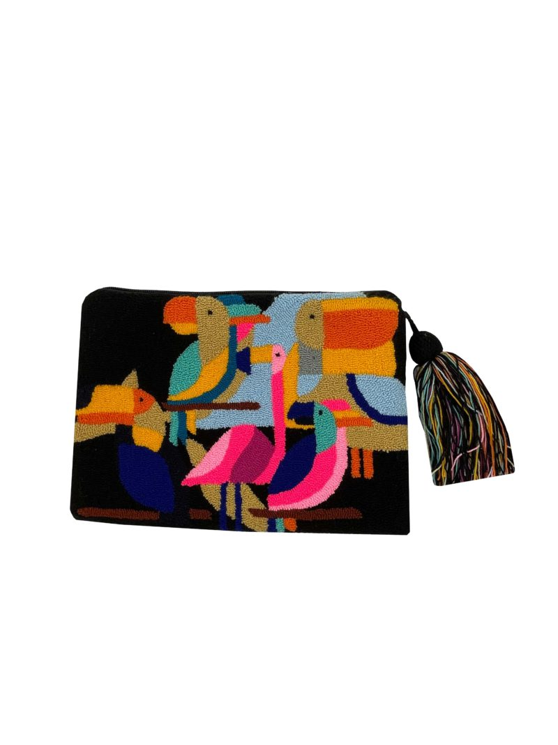 pochette noir avec des perroquets de couleurs mama tierra sanna conscious concept