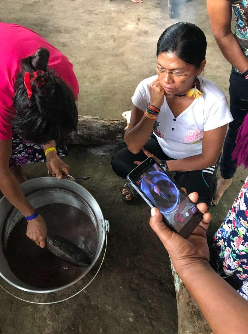 women handcrafting Sanna Conscious Concept