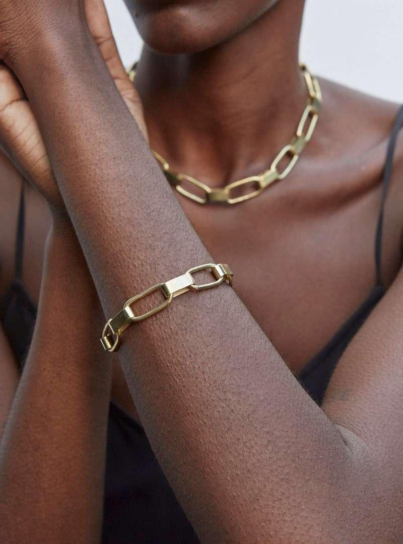 femme portant le bracelet capsule link soko sanna conscious concept