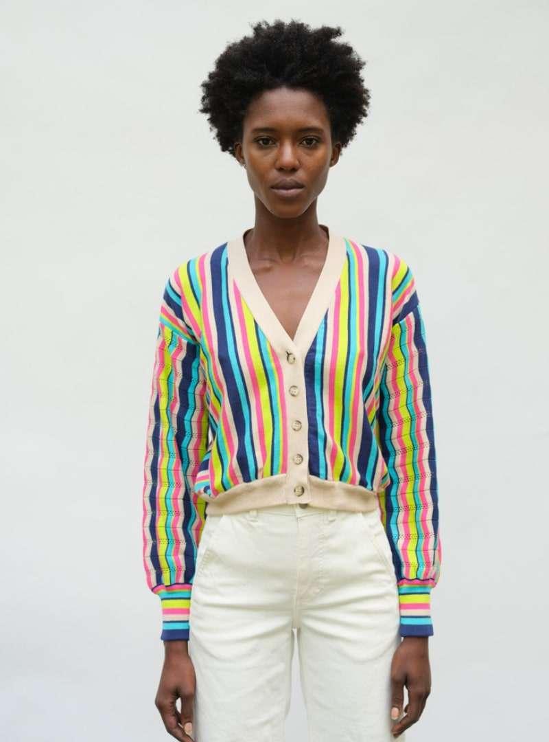 femme portant un cardigan eleven six sanna conscious concept