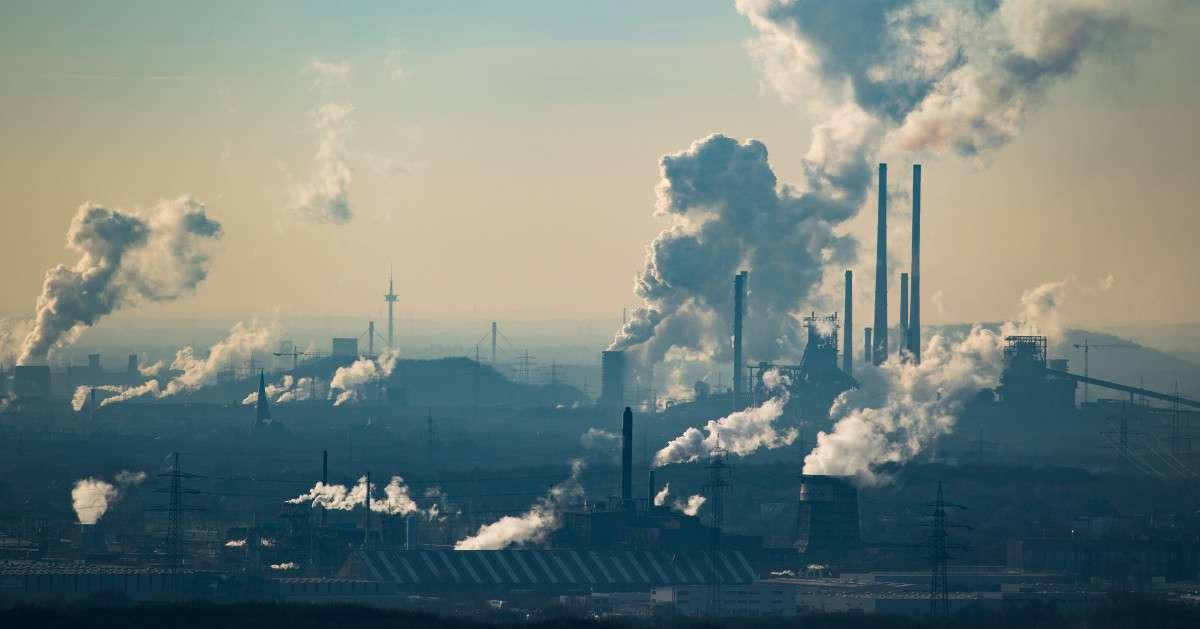 usine laissant s'echapper du gaz carbone archive 4 facons dont l'industrie de la mode nuit a l'environement sanna conscious concept