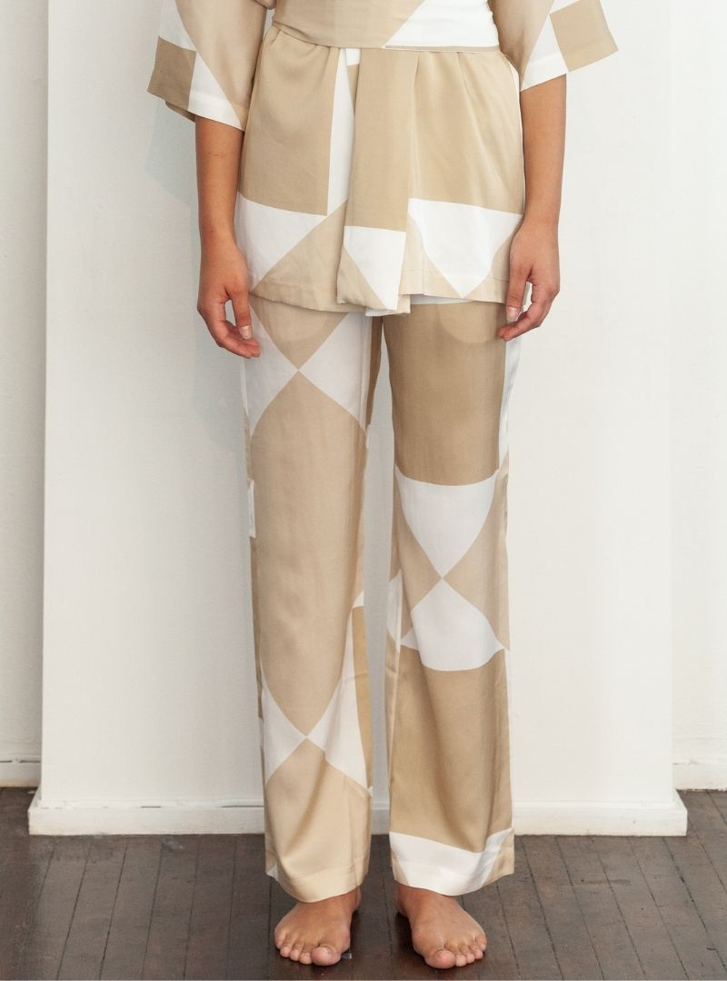 woman wearing the vehi printed pants from envelope1976 sanna conscious concept