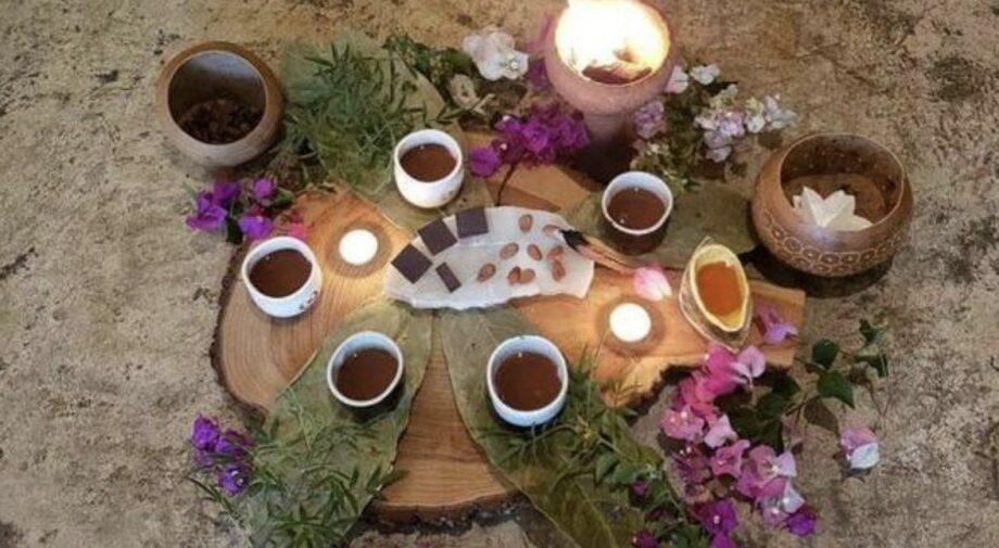 ceremonie du cacao avec des fleurs roses archive ceremonie du cacao sanna conscious concept